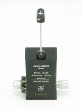 Goldmann Applanations-Tonometer Haag-Streit Modell AT 900 mit Eichung & Schwenkhalterung für Haag Streit-Spaltlampen, wie NEU!, Artikelnummer: 002256