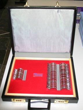 Perimeter-Gläserkasten, 68 Gläser 38mm, Metall-Schmalrandfassung in Kunstleder-Box, Artikelnummer: 12052016